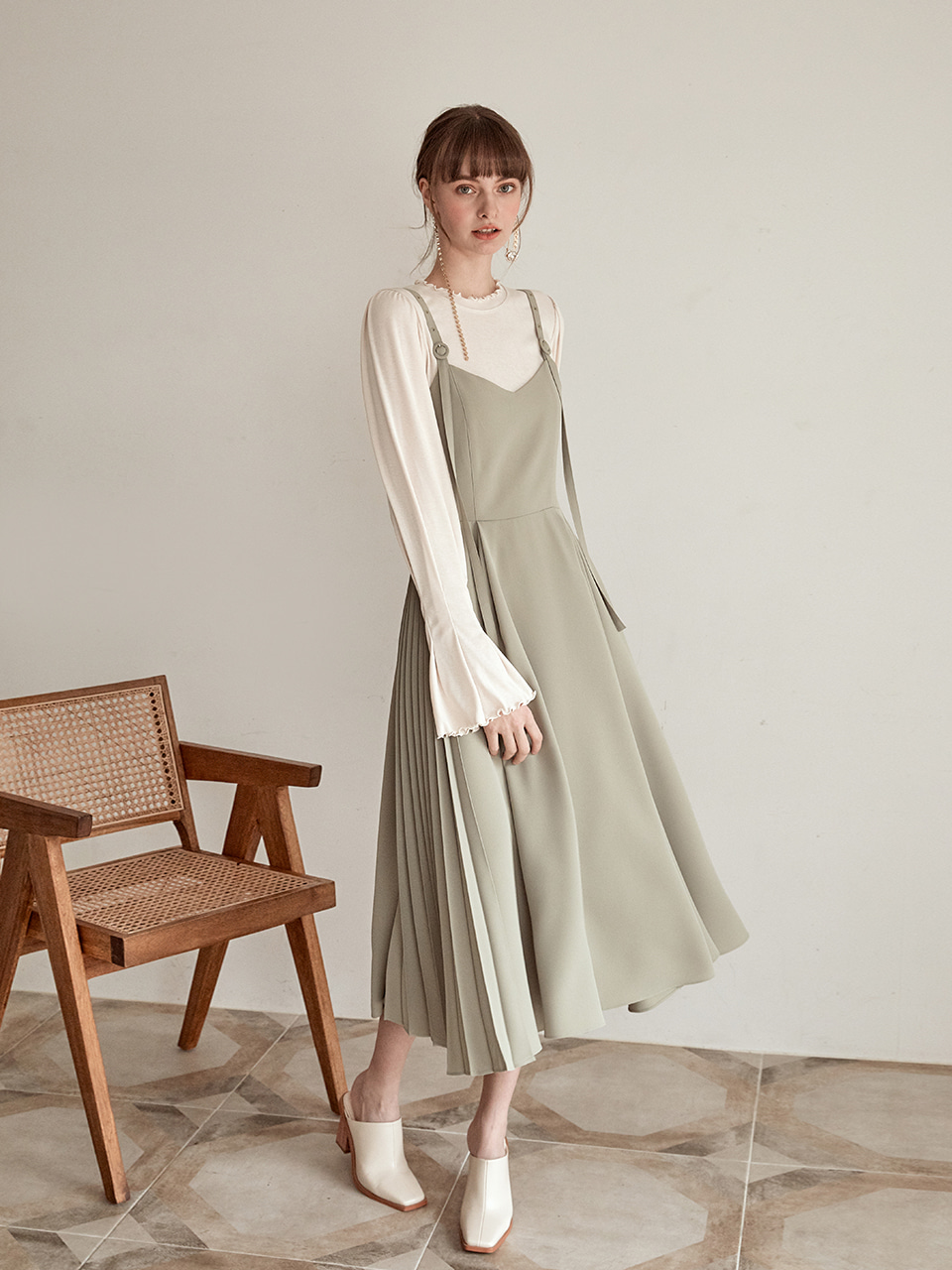 [김미수 착용] Shoulder Strap Flare Dress, Khaki